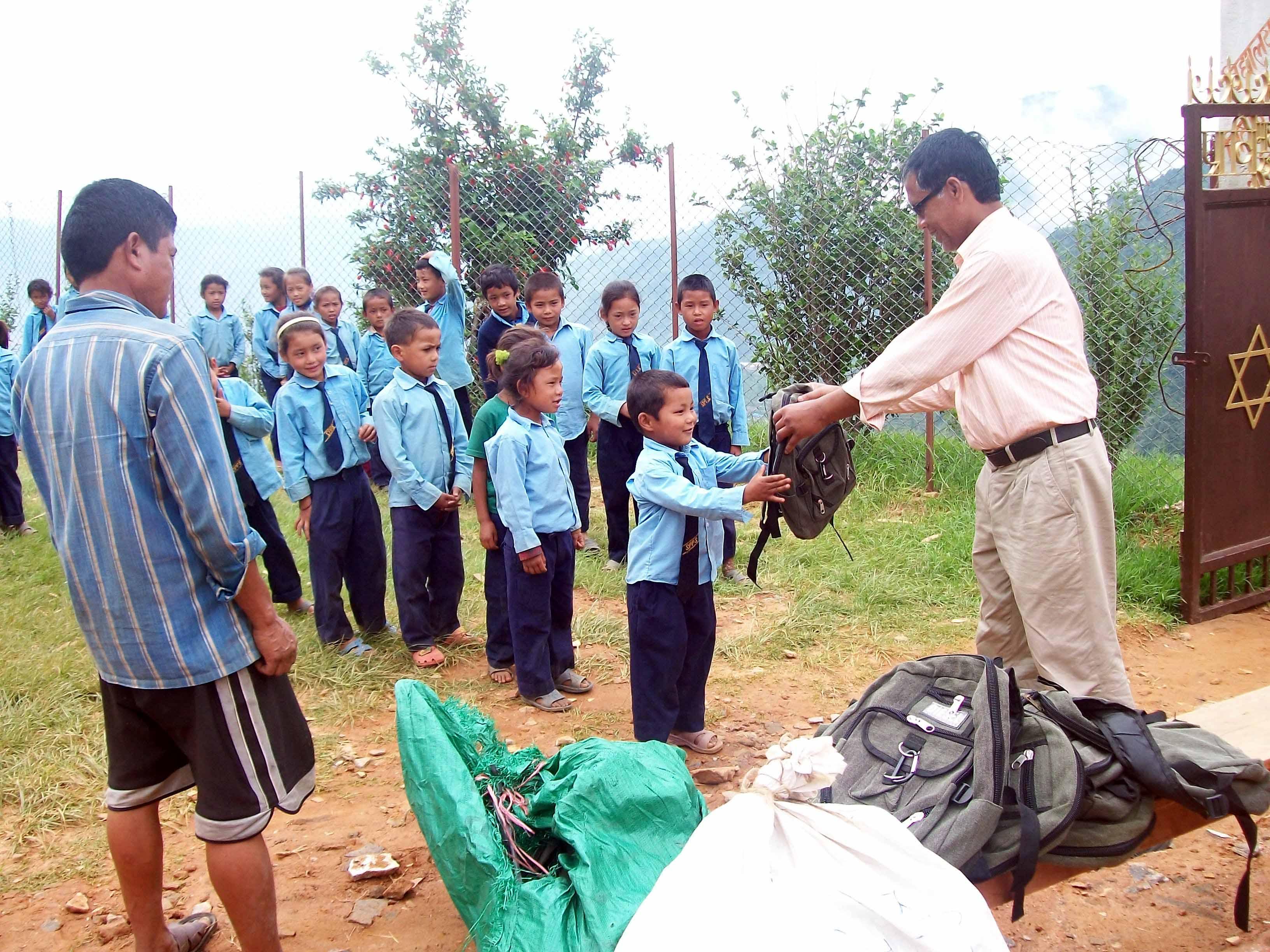 Nepal/1. I gesuiti sempre a fianco dei terremotati
