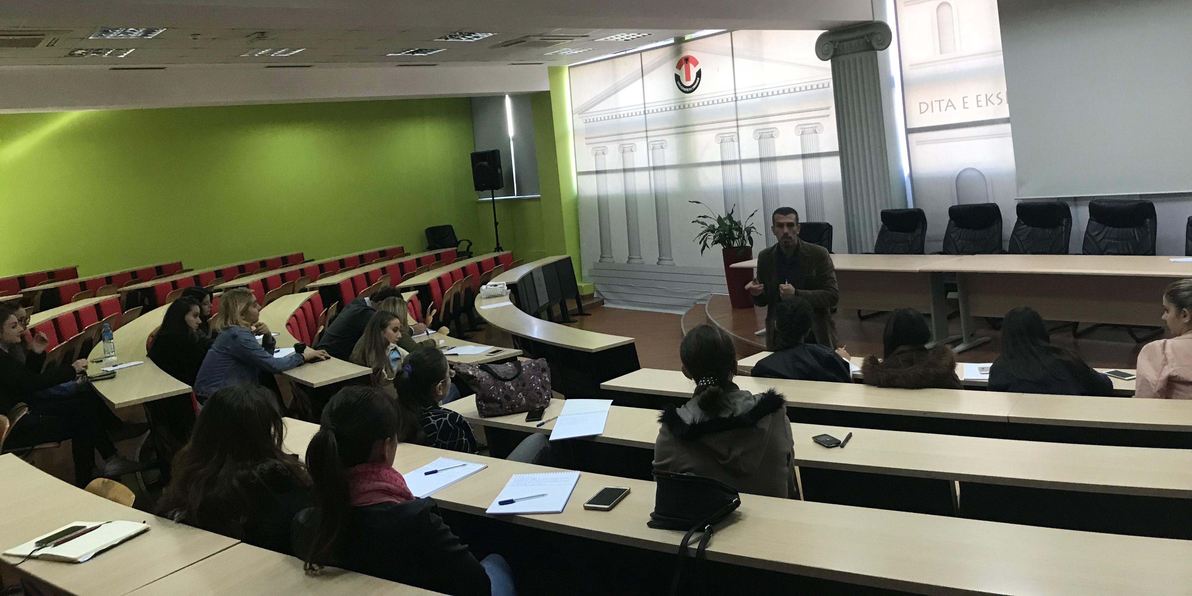 Formazione socio-politica per 38 ragazzi