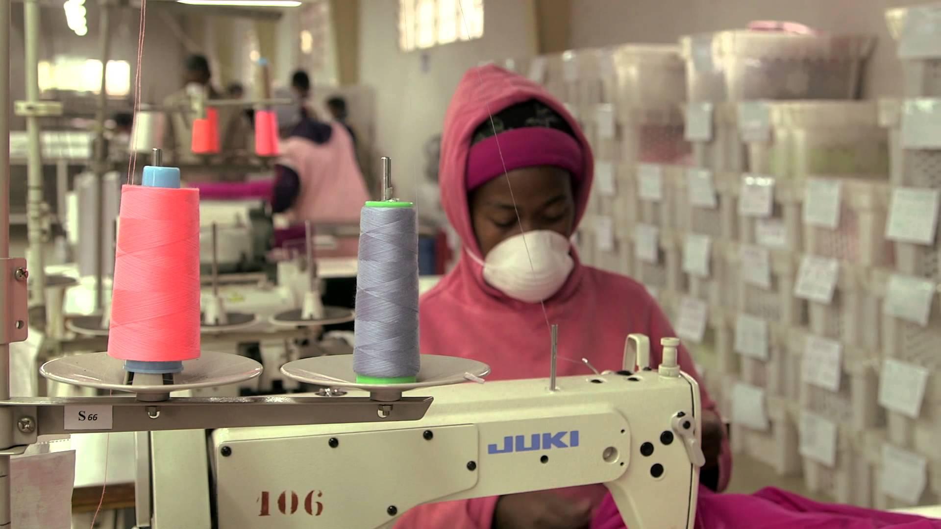 Un'azienda tessile per promuovere il lavoro