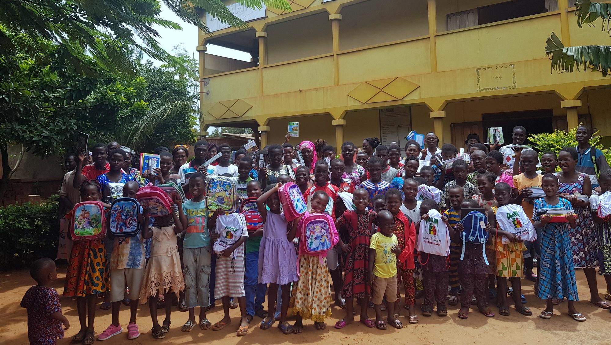 Tutti pronti per la scuola a Lomé